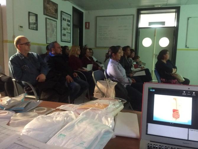 Profesionales del centro de salud de Torre del Mar imparten un taller para cuidadores en la atención de pacientes frágiles y/o dependientes