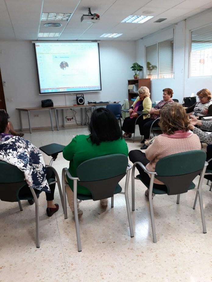 El centro de salud de Torre del Mar imparte un taller con metodología GRUSE de fibromialgia y otras algias