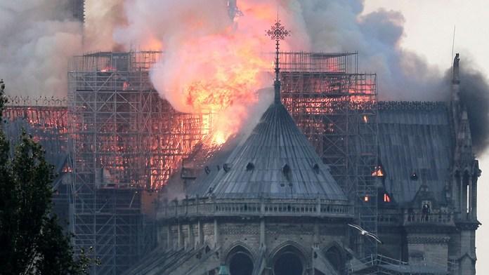 La Fiscalía de París abre una investigación para determinar las circunstancias del incendio de Notre Dame
