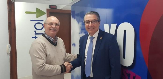 Rincón de la Victoria firma un acuerdo con la Asociación de Discapacitados de Málaga para la gestión de aparcamientos