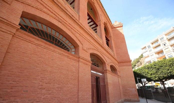 La puerta 1 acogerá actuaciones musicales de zarzuela y pasodobles con la OSPM, testimonios de personajes del mundo de la cultura, toros y gastronomía.