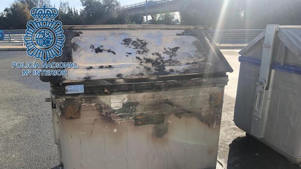 Detenido por el incendio de dos contenedores de basura en Málaga capital