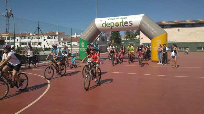 Benajarafe se vuelca con el Día del Pedal