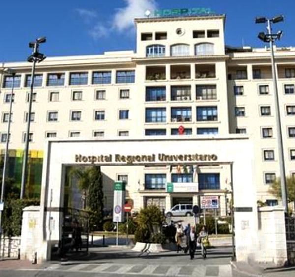 Un hombre y una mujer trasladados al hospital tras producirse un incendio en una vivienda de Málaga
