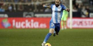 El jugador blanquiazul renueva su vinculación con el Málaga CF tres temporadas, por lo que su nuevo contrato finalizará al término de la campaña 2021/22.
