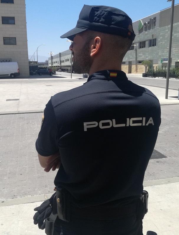 La Policía Nacional detiene en Estepona a cuatro personas por un robo con fuerza en una peluquería
