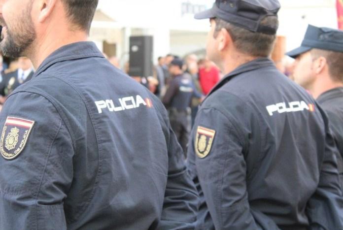 Un ciudadano entrega a la Policía Nacional 400 euros extraviados en un hotel en Antequera