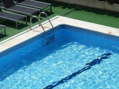 Hacer caca en el agua: El nuevo reto viral que amenaza a las piscinas públicas
