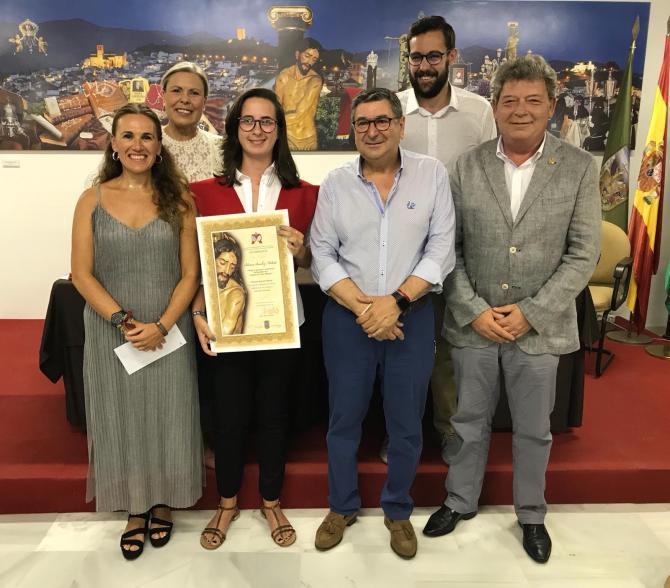 El Ayuntamiento y 'Estudiantes' entregan el premio al mejor expediente de bachillerato de Vélez-Málaga