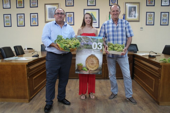 Iznate celebra el Día de la Uva Moscatel con más 2.000 kilos de esta fruta y 800 litros de vino