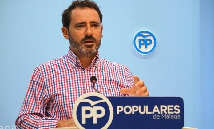 El PP critica que el ministro de Agricultura ignore los subtropicales en su visita a la Axarquía