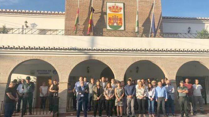 El Ayuntamiento de Arenas decreta tres días de luto oficial por el asesinato machista de Dana Leonte