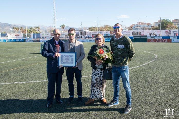 La U.D Torre del Mar homenajea a Antoñín López Rosique