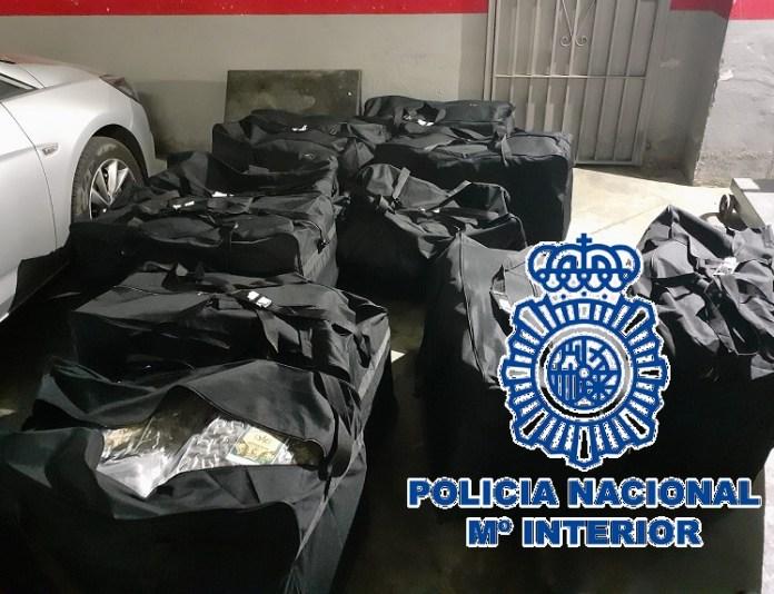 La Policía Nacional se incauta de 173 kilos de marihuana tras interceptar una furgoneta de alquiler que rebasaba la velocidad permitida