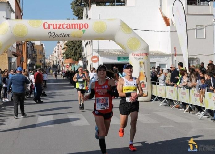 La atleta Mónica Ballesteros, segunda Veterana A de la Media Maratón Villa de Puente Genil