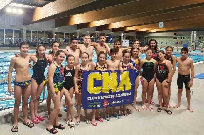 El Club Natación Axarquía consigue 7 medallas en el Campeonato de Andalucía Alevín
