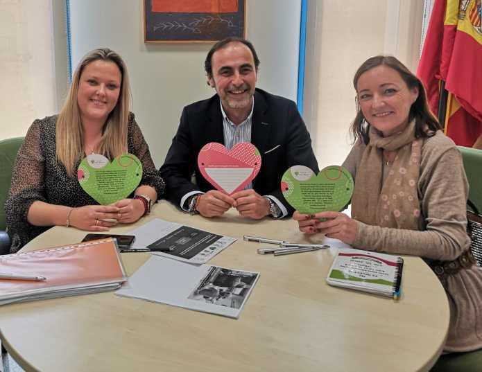 La Fundación Andrés Olivares se reúne con la concejala de Bienestar Social de Rincón de la Victoria