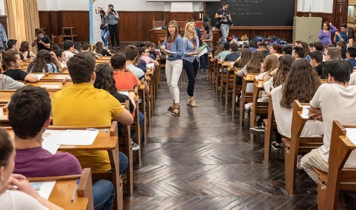 La prueba de acceso a la Universidad en Andalucía se realizará a principios de julio