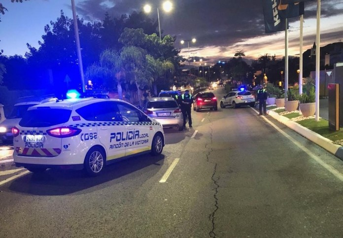 La Policía Local de Rincón de la Victoria detiene a un individuo con antecedentes por un presunto delito de quebrantamiento de orden de alejamiento