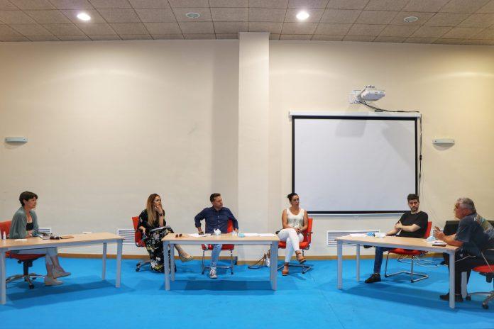 Medina presenta el nuevo Plan de Comercio Local a las asociaciones de Torrox implicadas