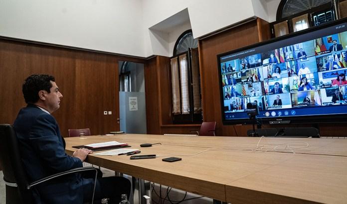 Moreno anuncia la contratación de más de 20.000 trabajadores este verano para reforzar la atención sanitaria en Andalucía, un 14% más que 2019