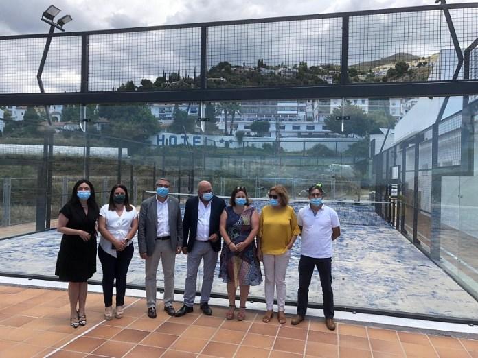 La Diputación de Málaga invierte 32.000 euros en ampliar el equipamiento deportivo de Cómpeta con una segunda pista de pádel