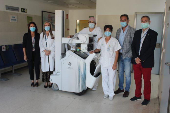 El Hospital de la Axarquía recibe un equipo de radiología portátil donado por Endesa para la lucha contra el Covid-19