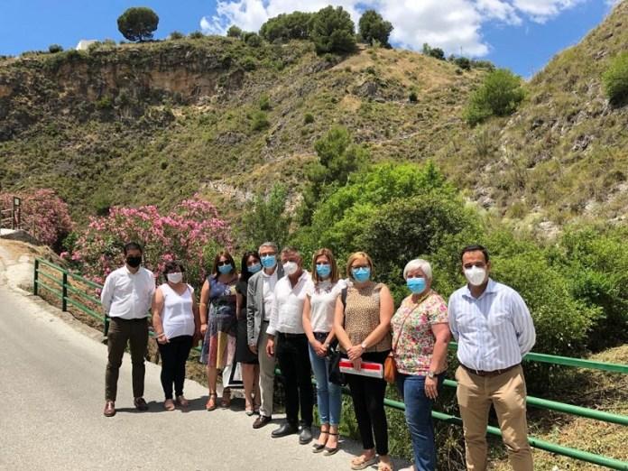 La Diputación crea un sendero y pone en valor un entorno ligado a los molinos entre Canillas de Albaida y Árchez