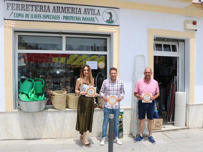 """El sello """"Quédate en el Mejor Clima de Europa"""" ya luce en los comercios del municipio de Torrox"""