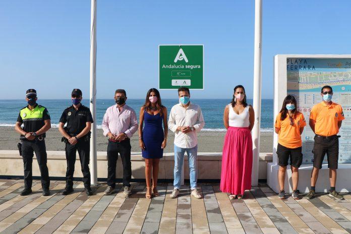La playas de Torrox ya luce el distintivo 'Andalucía Segura'