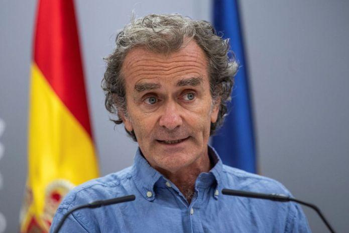 Fernando Simón alerta que la edad media de los contagiados se ha reducido drásticamente, y siete de cada diez, son jóvenes