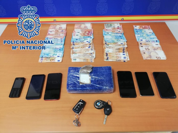 La Policía Nacional frustra una operación de compraventa de cocaína en las inmediaciones de una gasolinera en Estepona