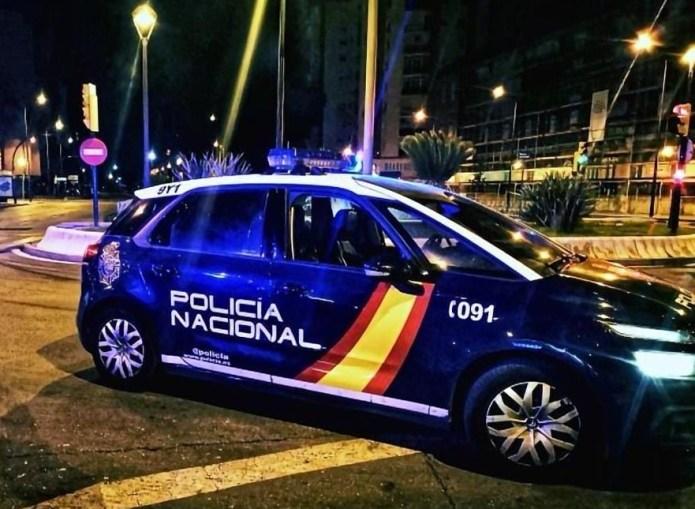 La Policía Nacional detiene a cinco jóvenes que asaltaron a otro en su casa, le robaron la droga y lo marcaron con varios cortes en el cuerpo