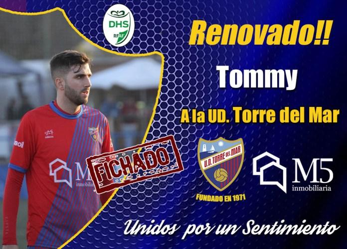 La Unión Deportiva Torre del Mar anuncia las renovaciones de Javi Molina, Tommy Atienda y Francis Córdoba