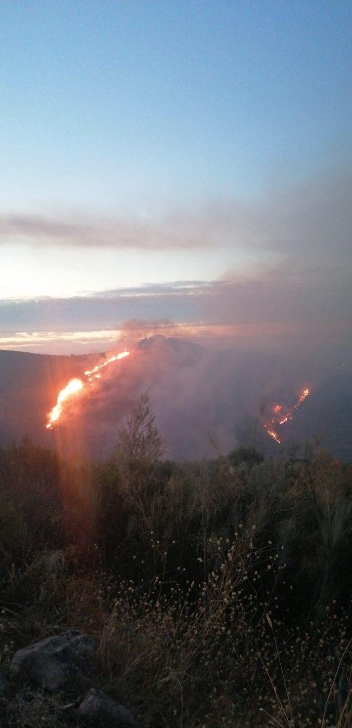 Regresan a casa los vecinos afectados por el incendio de Colmenar