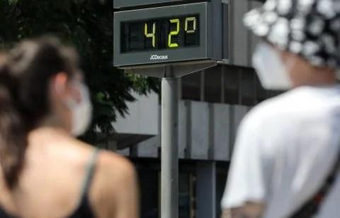 Las temperaturas en todas las capitales andaluzas rozarán y superarán los 40 grados hoy domingo