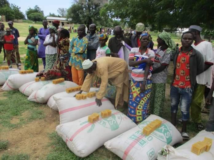 La AJPES distribuye ayuda humanitaria en Ouzal