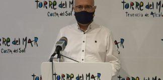 El concejal de Playas del Ayuntamiento de Vélez-Málaga, Jesús Pérez Atencia, ha informado en la mañana de este jueves que las playas del municipio permanecerán cerradas en horario de 21:30 a 07:00 horas como medida de prevención impuesta por la Junta de Andalucía para la prevención del COVID-19.
