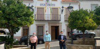 El senador socialista Miguel Ángel Heredia ha destacado el incremento de la seguridad ciudadana en las zonas rurales de la provincia de Málaga. Heredia ha mantenido una reunión con el alcalde de Colmenar, José Martín, para abordar dos cuestiones importantes para el municipio como son la seguridad ciudadana y la atención sanitaria.