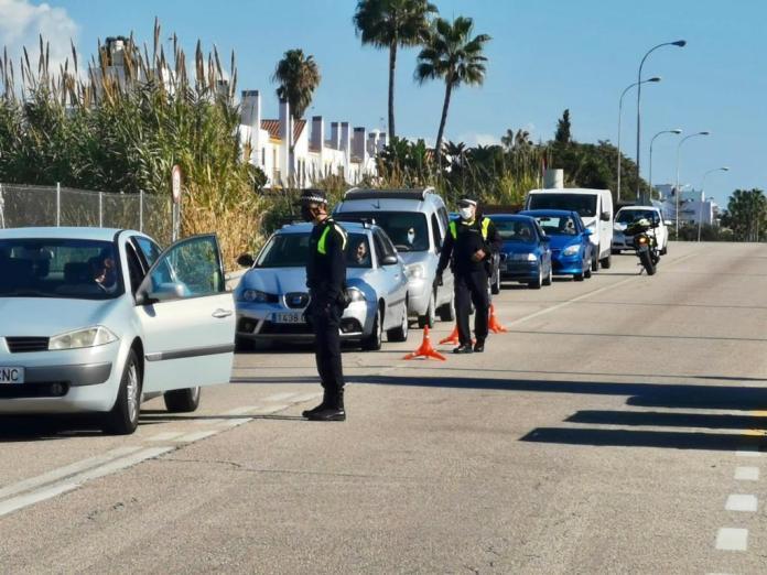Controles policiales para respetar las medidas y restricciones por la Covid19 en Rincón de la Victoria