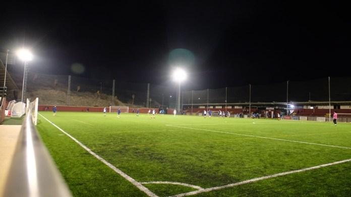 La instalación de iluminación LED en los campos de fútbol de Benagalbón y La Cala del Moral costará 54.000 euros