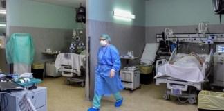 La provincia de Málaga cuenta con un total de 367 hospitalizaciones, de los que 55 en UCI, según datos aportados por la Junta de Andalucía.