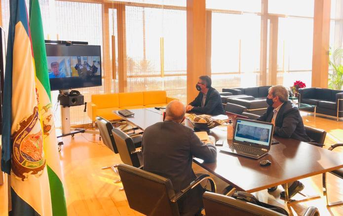 El alcalde de Rincón de la Victoria se reúne con Costas para dar una solución definitiva a los problemas del Litoral