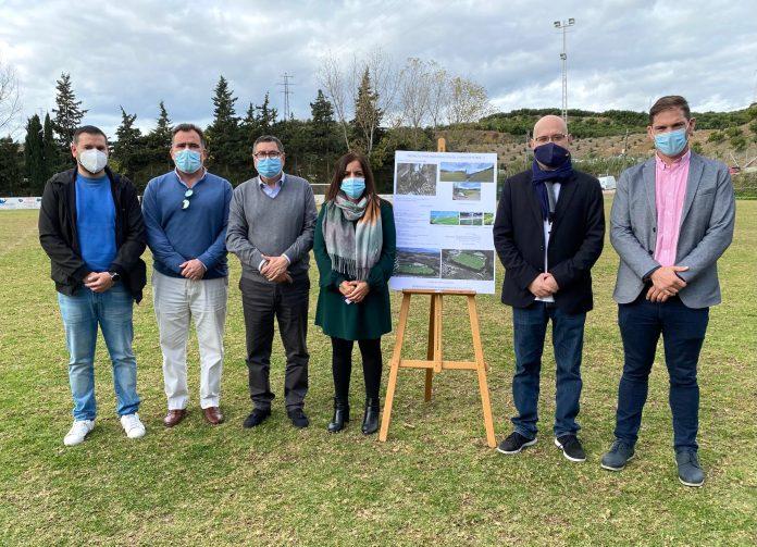 El Ayuntamiento de Vélez-Málaga invertirá 385.600 euros en el césped del campo de fútbol de Almayate