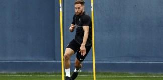 El jugador del Málaga CF, que cayó lesionado en el pasado Almería-Málaga, viajará a la capital de España para decidir qué tratamiento seguir