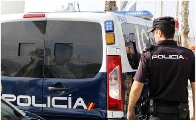 Tres detenidos en Vélez-Málaga por agredir y robar a un vecino, al que golpearon con una barra de hierro