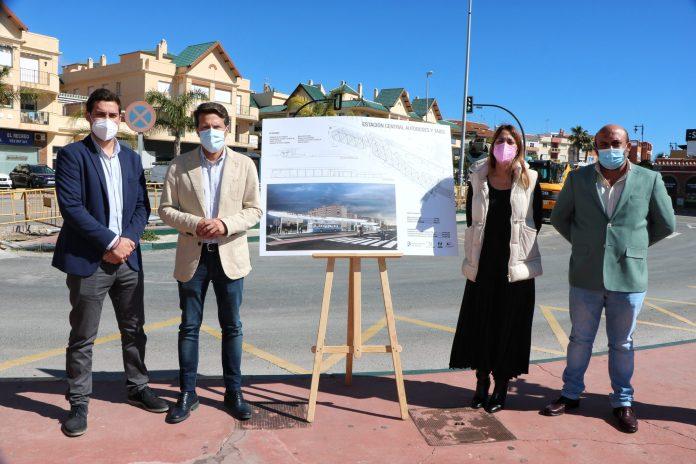 Presentación del proyecto de la gran estación central de autobuses y taxis de Torrox, una apuesta del consistorio en la que aúnan funcionalidad con modernidad y vanguardia.