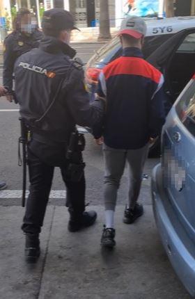 Agentes de la Policía Nacional han detenido en Málaga a siete jóvenes por su presunta responsabilidad en la agresión a un menor