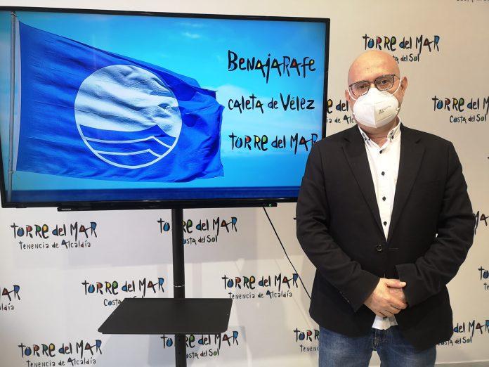 """Atencia ha señalado que """"desde la Delegación de Playas estamos de enhorabuena, ya que hemos recibido la notificación de Bandera Azul 2021 y nuestro municipio va a mantener las certificaciones que ya tenía. En concreto, se trata de las playas de Torre del Mar, Caleta-Paseo y Benajarafe, así como del puerto deportivo de Caleta de Vélez""""."""