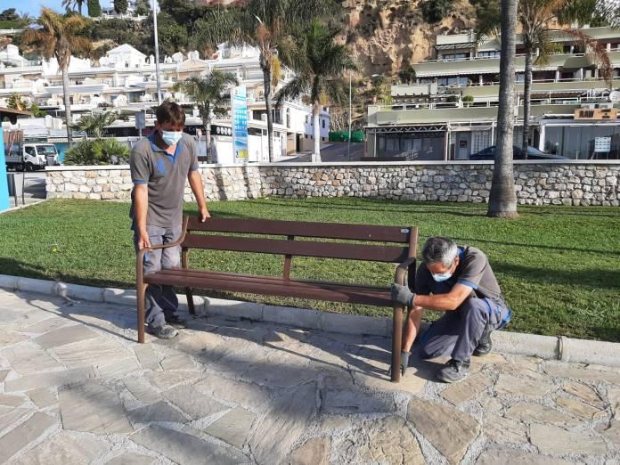En total se van a instalar 92 papeletas en las playa de Burriana.